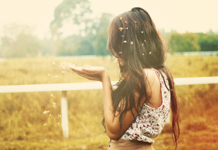 Je suis libre de penser, d'agir, d'imaginer, de choisir, d'aimer, d'accepter ou de ne pas accepter. Je suis surtout libre d'être qui je suis.
