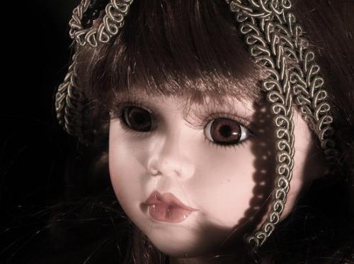 La poupée de porcelaine