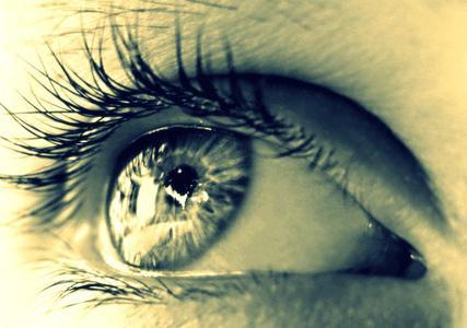Veux-tu connaître les choses ? Regarde-les de près... Veux-tu les aimer ? Regarde-les de loin...