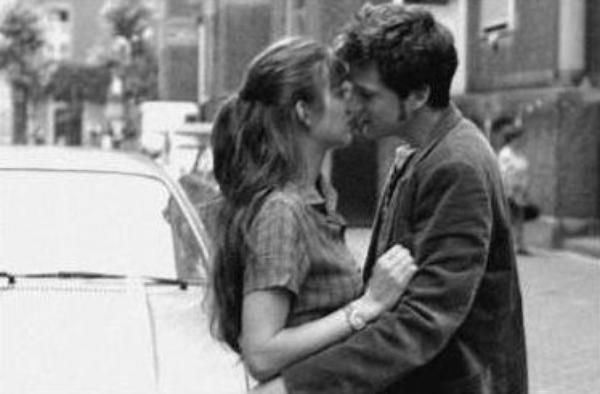 « Partons, dans un baiser, pour un monde inconnu. »