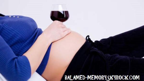 INFO-INSOLITE : A 7 ans, elle attaque sa mère pour avoir bu pendant sa grossesse