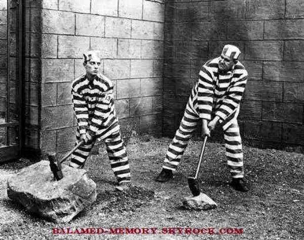 BLAGUE : Un prisonnier d'un pénitencier très dur discute avec un nouveau