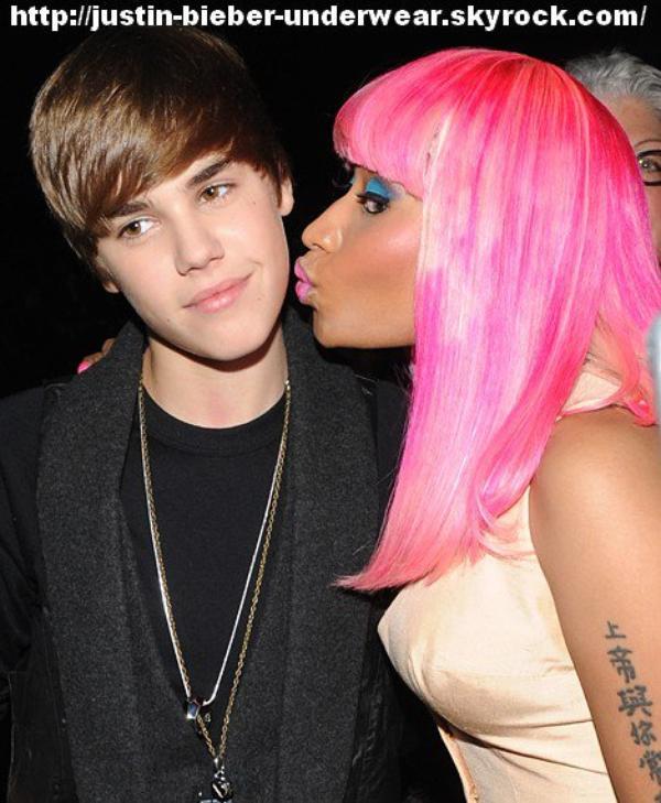 Justin Bieber kiss !!!