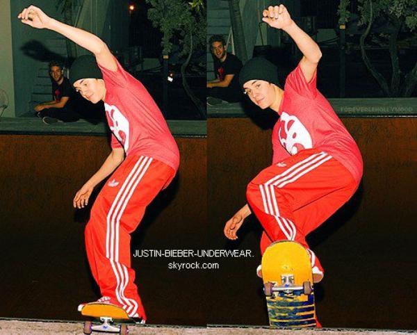 Justin fait du skate / SEXY !!!!
