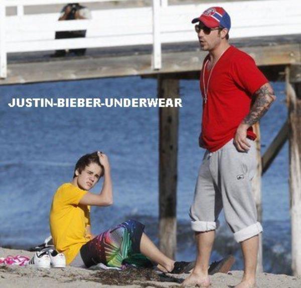 Justin très SEXY en boxer gris !!!