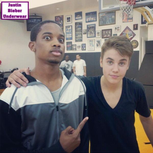 Justin qui fait du basket = SEXY !!!