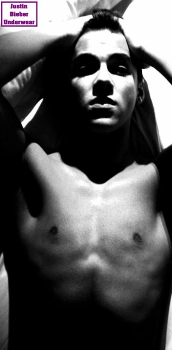 Christopher Bieber + SEXY que jamais !!!