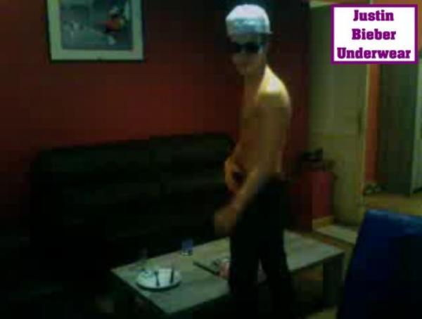 Les photos SEXY de la Twitcam de Christopher Bieber !!!