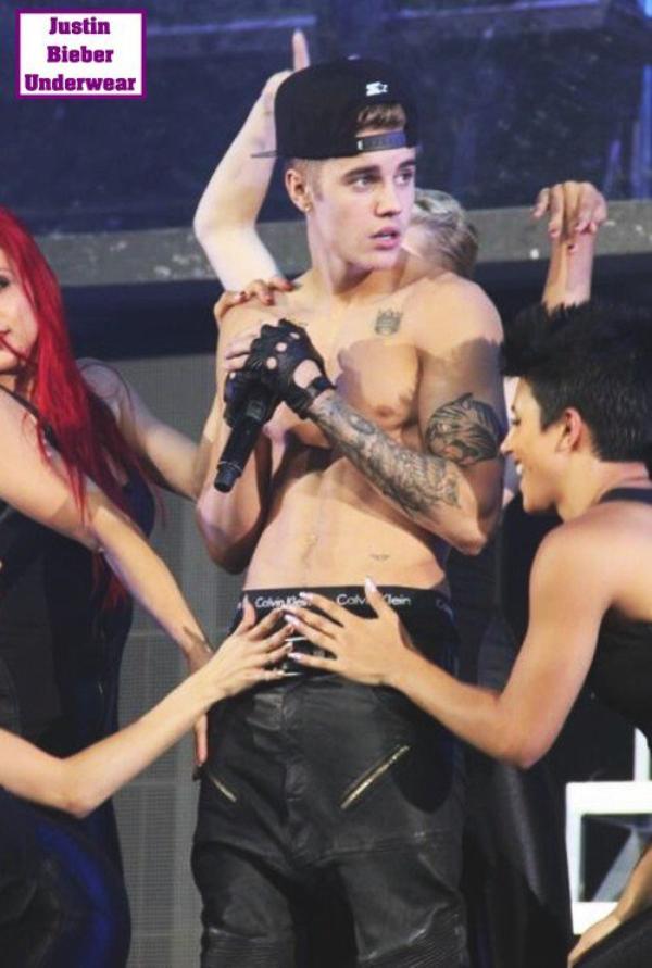 8 nouvelles photos SEXY de Justin Bieber en concert ! (Torse nu, boxer noir)