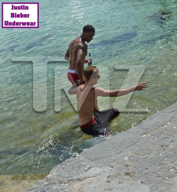 Justin qui nage avec les requins, So SEXY !