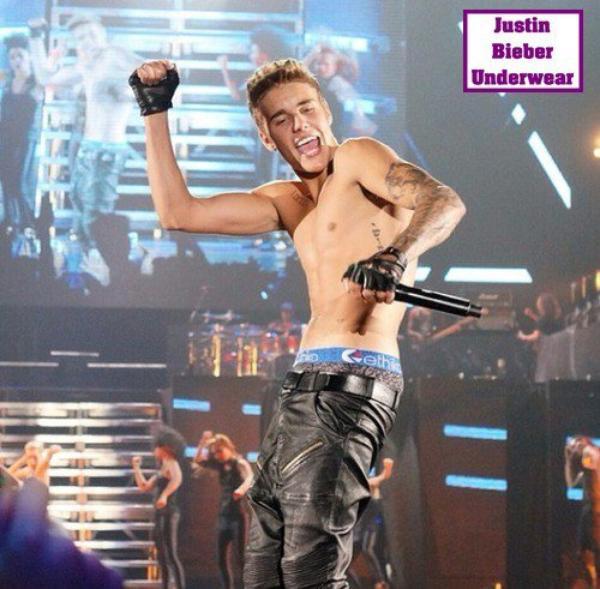 Justin Bieber Ultra SEXY en boxer léopard !!!