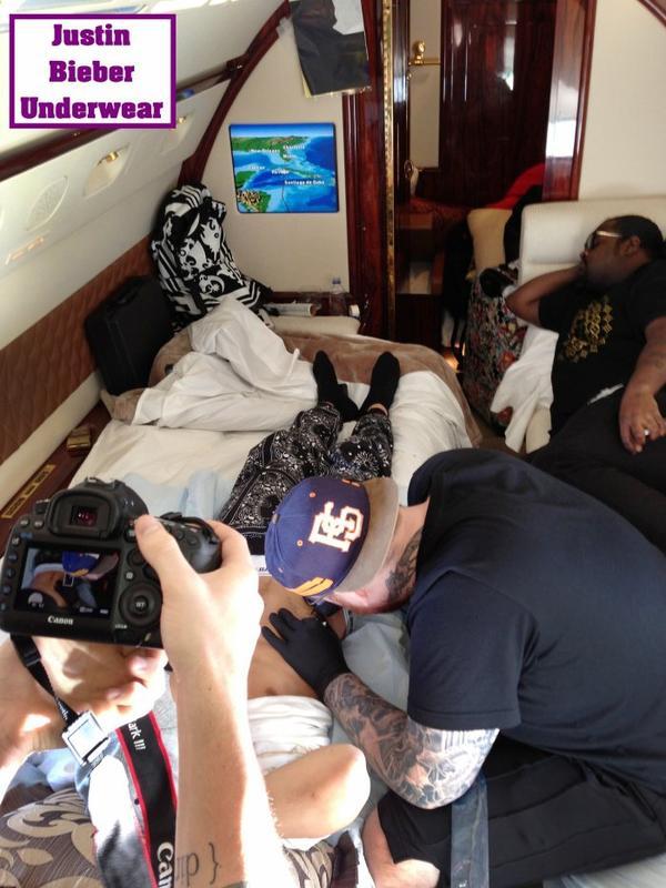 Justin Bieber Ultra SEXY quand il se fait tatouer !