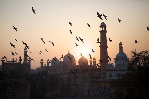 D'après Ibn Abbas «  le bas monde est illicite pour les gens de l'Au-Delà, l'Au-Delà est illicite pour les gens du bas monde, et les deux mondes bas-monde et Au-Delà  sont illicites pour les gens de Dieu » Daylami