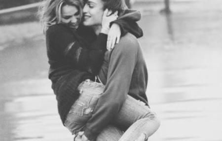 Je voulais simplement te dire que ton visage et ton sourire resteront près de moi sur mon chemin. Te dire que c'était pour de vrai, tout ce qu'on s'est dit, tout ce qu'on a fait, que c'était pas pour de faux, que c'était bien.