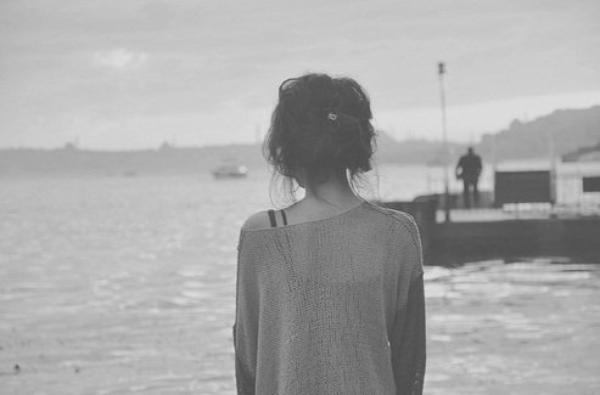 Elle a des blessures au c½ur, des blessures que personnes ne peut réparer, elle garde beaucoup de choses pour elle et contient toutes ses douleurs, jusqu'au jour ou elle craquera et tout s'effondrera.