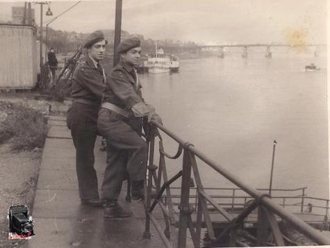 Bateau à vapeur et à aube au Rhin. Mémoires
