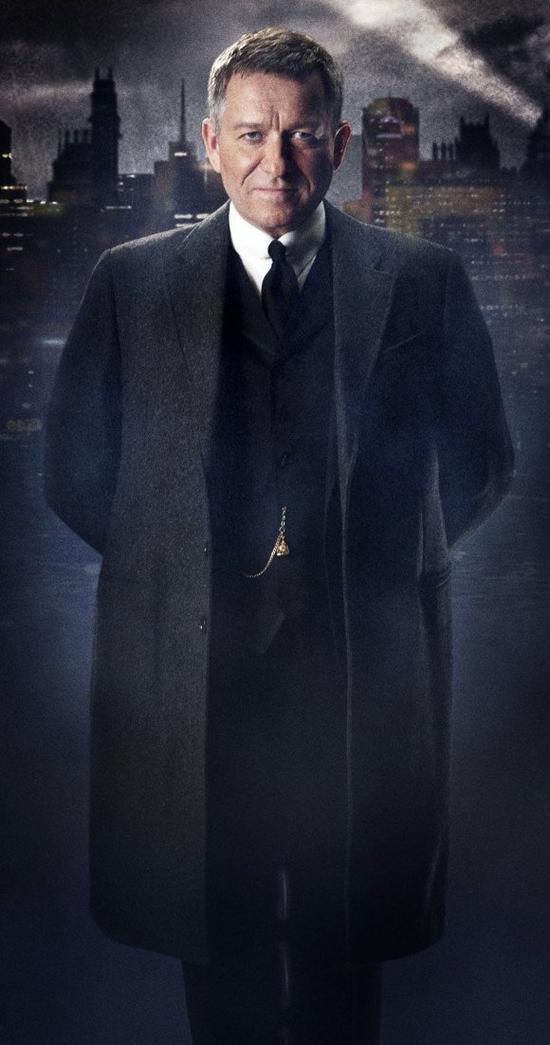 GOTHAM: Alfred & Le Futur Pingouin Se Dévoilent