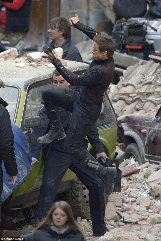 AVENGERS 2: Captain America & Hawkeye Se Dotent D'Un Nouveau Costume!