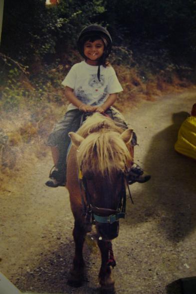 5 ans et je sais déjà guidé un poney !