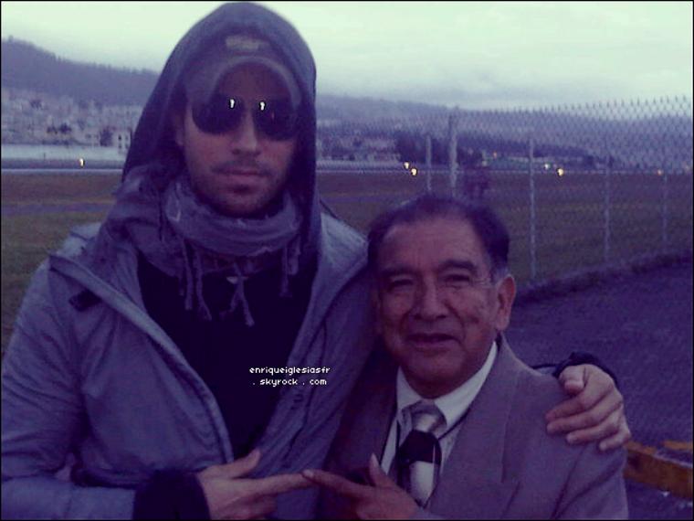 """. _888_Jeudi 30 Juin : Enrique arrivant a Quito à Ecuador dans le cadre de sa tournée mondiale. Jeudi 30 Juin : Des enfants membres de l'Academy Elementaire FCAT on fait une reprise de la chanson """"Tonight"""" ."""