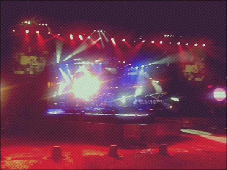 . Lundi 01 Aout - Enrique sur scene en Géorgie pour les repetitions du MTV Live . .