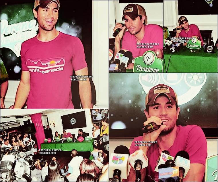 .  Mercredi 31 Aout - Enrique donnant une conférence de presse en République Dominicaine dans le cadre de sa tournée. .