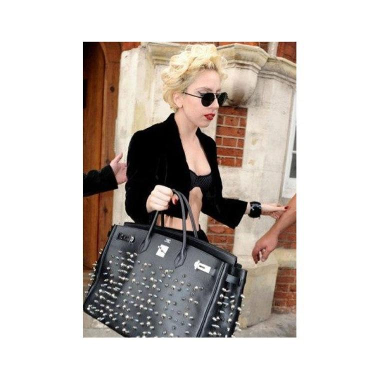 Victoria beckham ,Kim kardashian toutes folles de leurs sac hermes é mon choix de sac +  Kim Kardashian  + Kanye West= C LE GRAND A   vu main dans la main pour info  enfin ils ont arrêter de se cacher