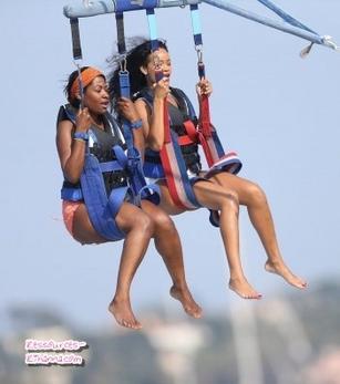 Rihanna fait du paravoile à Cannes + Rihanna à Eze sur Mer + Rihanna à St jean de Luz.