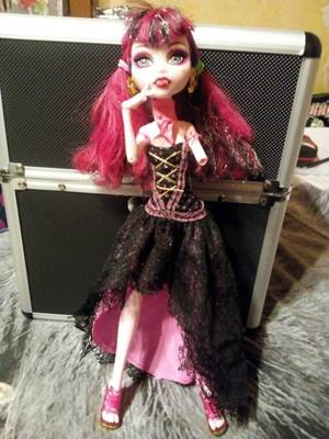 Voici la custom de Draculaura 13 wish