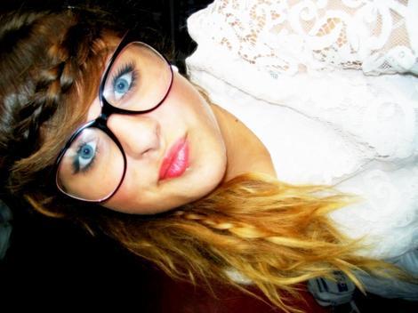 .    Adeline ,  , 19 ans , Lycéenne ,Coeeur pas a prendre  ______________________________________________