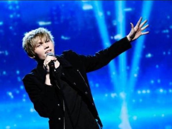 Le 23/02/13 Ulrik participer au Melodifestivalen et à gagné sa place en Final