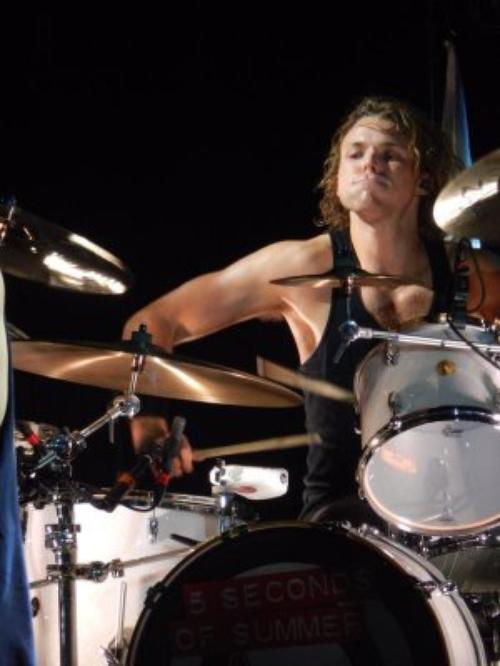 Ashton Irwin !!!