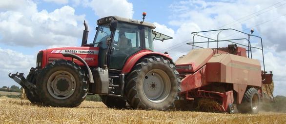 Pressage de paille de blé le Mercredi 6 Juillet ...