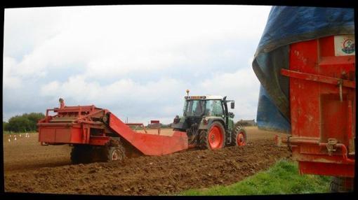 Plantation de Pommes de Terre le Samedi 7 Avril 2012 (dernière partie) ....