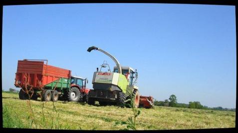 Ensilage d'Herbe le Dimanche 13 Mai 2012 ( Claas Jaguar 870 ) ....