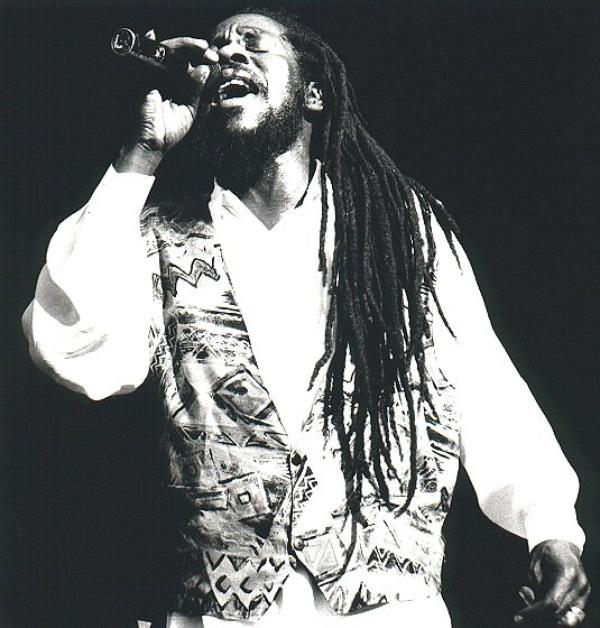 Dennis BROWN - LIVE - THE LEGEND CONTINUES