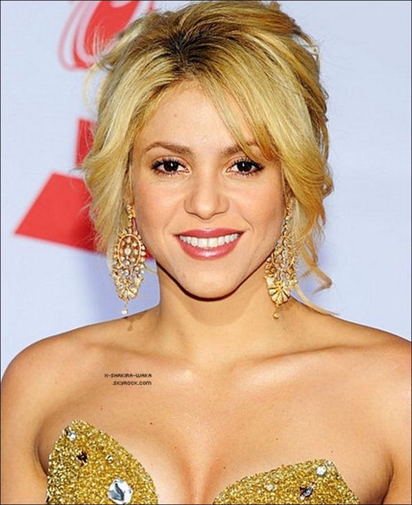 . Bienvenue sur ShakiraSource, ta source la belle Shakira.  Ici, tu pourras suivre toute son actualité, ses sorties, ses candids, ses interviews, ses scoops ... .