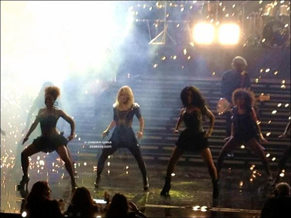 ✴️️ Shakira est allée au « New Amsterdam Theatre » pour le « Univision Upfront 2012-2013 ». 15 Mai 2012 - New-York, Etats-Unis.