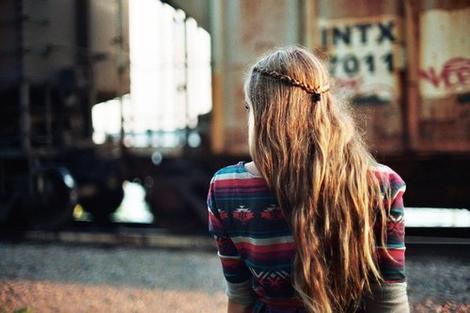 On oublie pas une personne, on s'habitue juste à son absence.