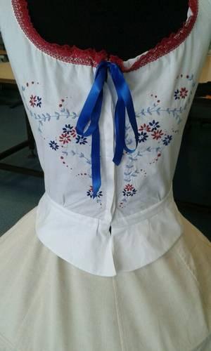 Costume - Cache corset brodé et crinoline
