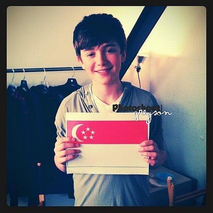 12/11| Seconde photo de Greyson à Kuala Lumpur, MYS
