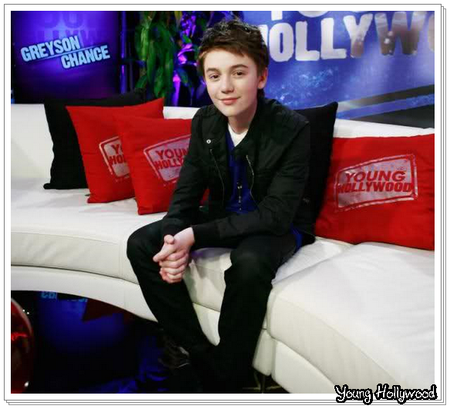 _ 23.12.2011- Greyson Chance était sur le plateau d'Young Hollywood  Je le trouve très classe et surtout beau, très charment ce Greyson ! _
