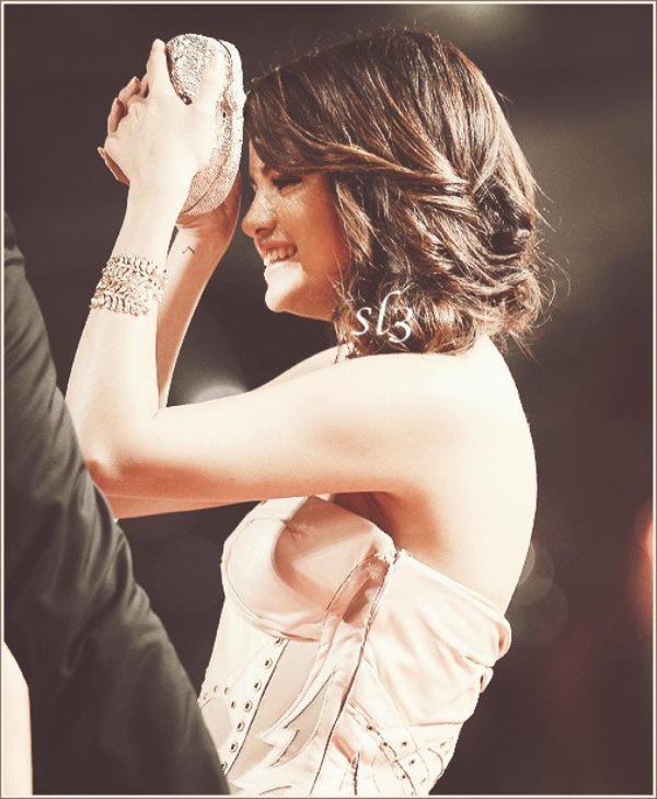 Selena arrivant a Lex