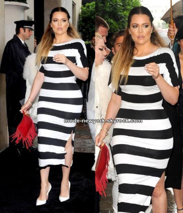 Khloe Kardashian porte une très belle robe moulante avec ses courbes