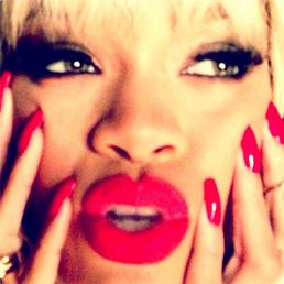 Rihanna réalise un photoshoot avec les photographes « Mert and Marcus »