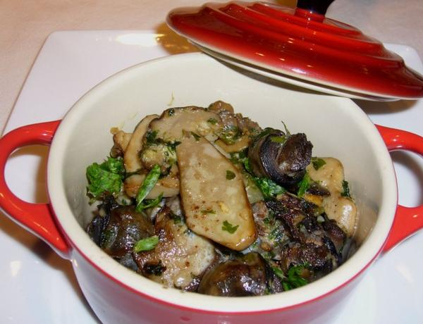 cassolette d'escargot aux cepes