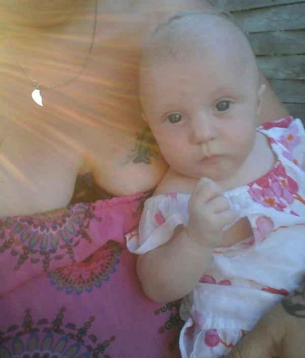 deja 4mois que ma princesse est née , le plus beau des cadeaux  c'est mes deux filles d'amour