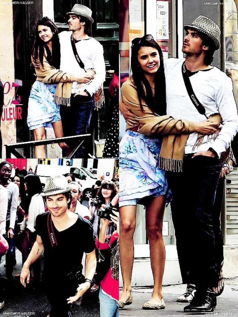 Ian et Nina dans les rues de Paris avec leur mères respectives.   le 24 mai 2011.