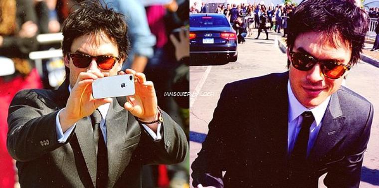 Voici de nouvel photo de Ian au Spirit Awards ou il signe des autographes et prend des photos. | Le 25 février 2012.