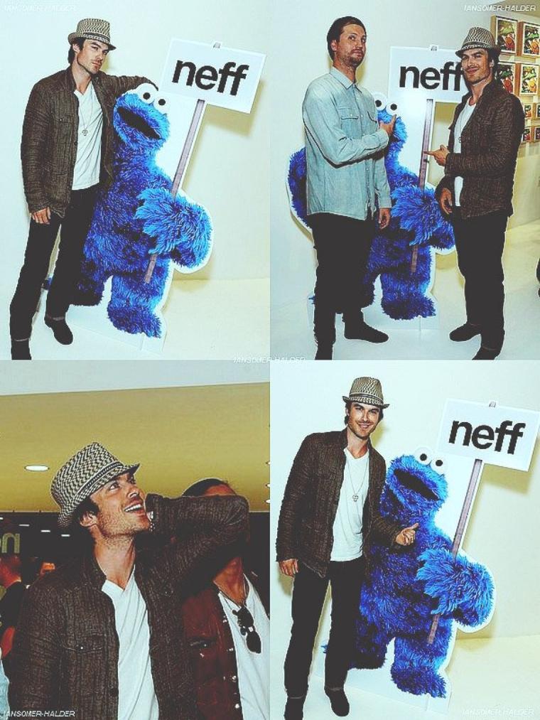 Ian s'est rendu a une exposition d'art. | Le 27 avril 2012.